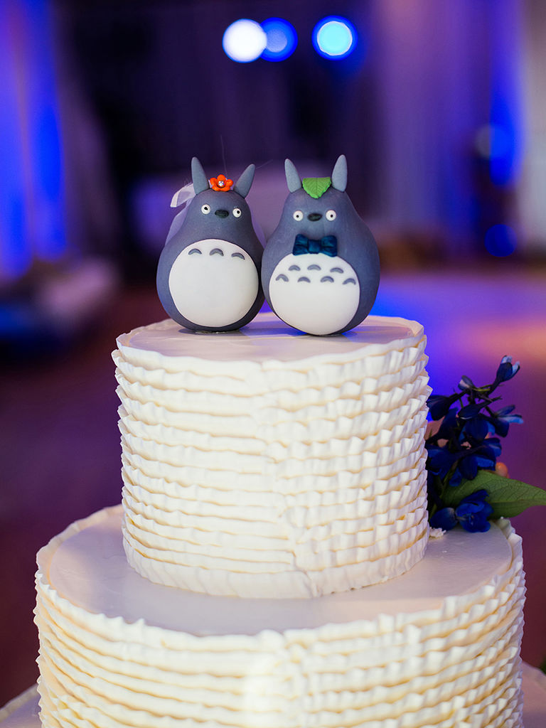 15 Meaningful Wedding Cake Toppers For Your Wedding