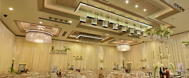 De Luxe Event Venue - Customize The Ballroom