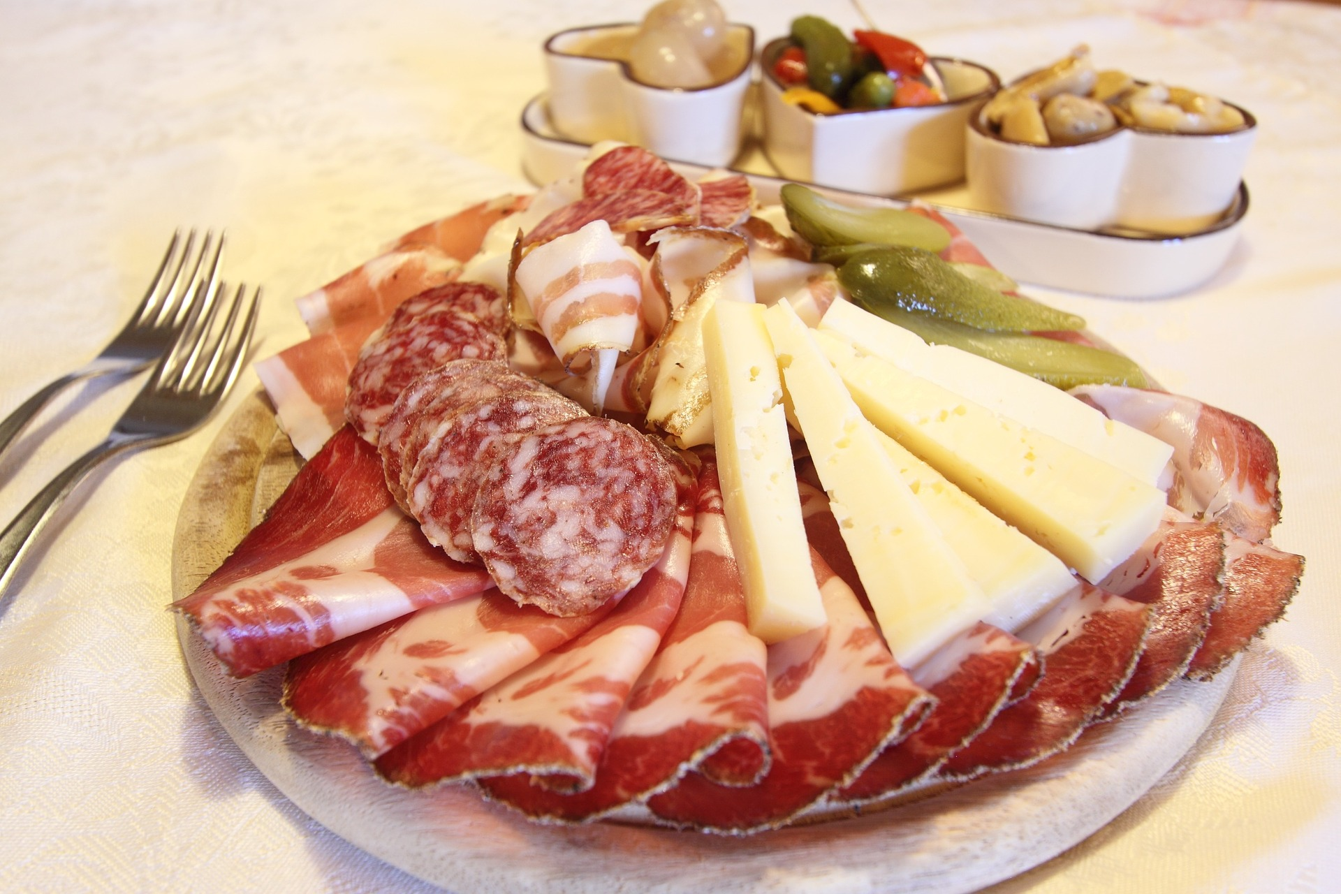 charcuterie plate - wedding reception appetizers