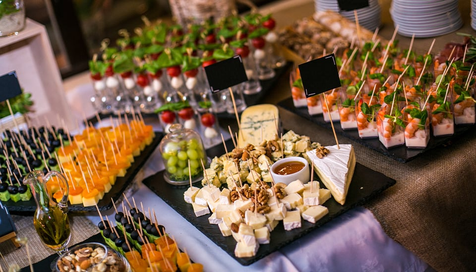 De Luxe Banquet Hall - To Go Catering
