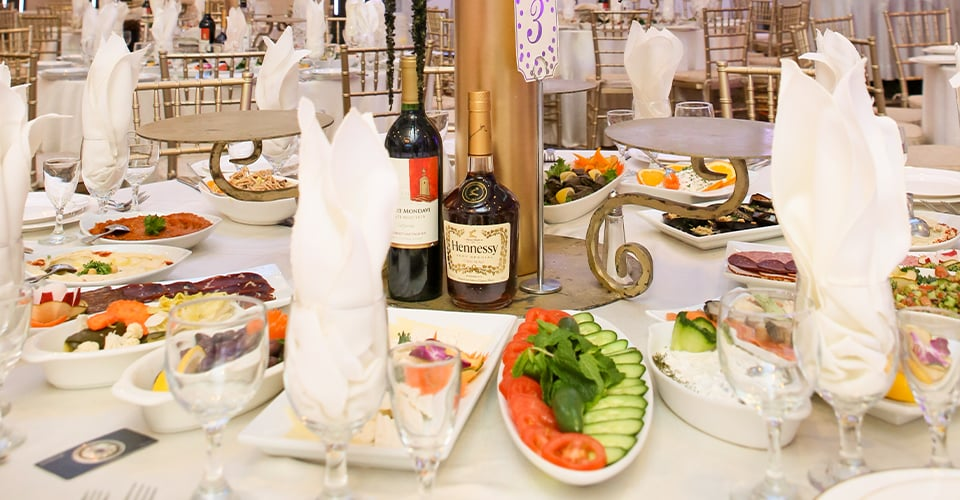 De Luxe Banquet Hall - Wedding Catering & Dining