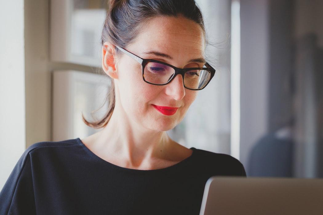 Best Wedding Planner - Brunette Woman Wearing Glasses On Laptop