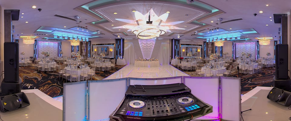 Technological Capabilities of De Luxe Ballroom